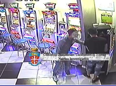 foto furto slot machines