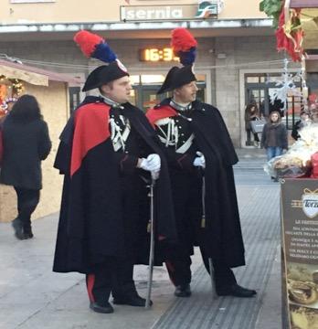Pattuglie a piedi durante le festività natalizie, anche con l'uniforme storica a Isernia