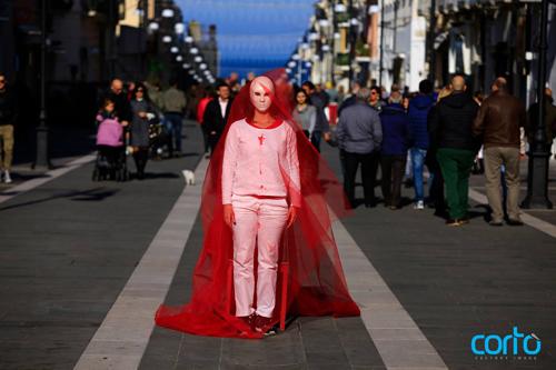 termoli-manifestazione-contro-la-violenza-sulle-donne-flash-mob-in-piazza