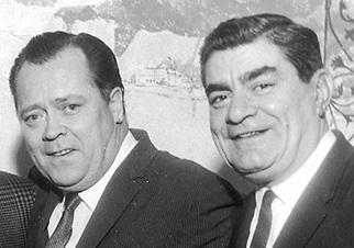 """Edmund """"Eddie"""" Suez, a destra, con l'attore Mickey Shaughnessy"""