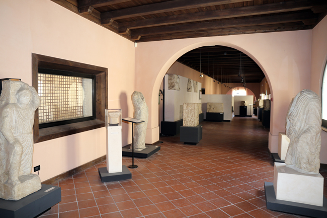 Santa Maria delle Monache esposizione