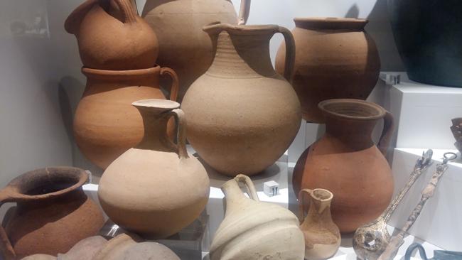 Vasi in ceramica di epoca romana