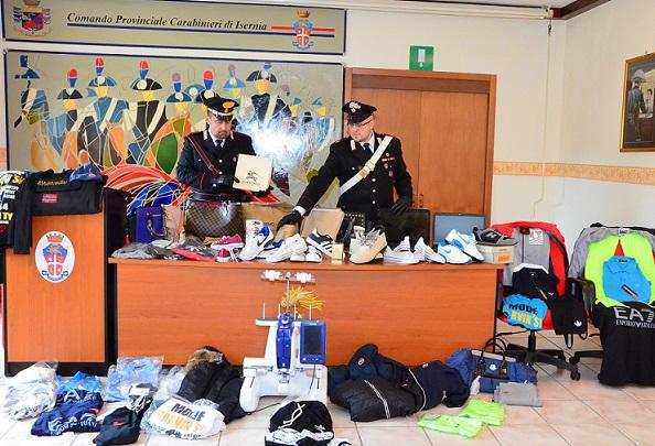 foto sequestro capi contraffatti
