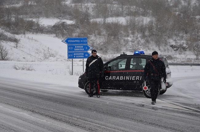 Isernia, emergenza neve: i Carabinieri in aiuto alla cittadinanza