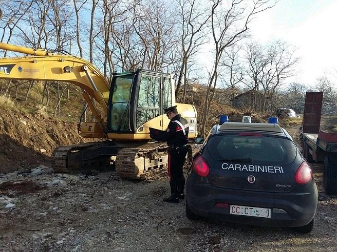 Agnone: acquistano escavatore con assegni falsi, 2 denunciati