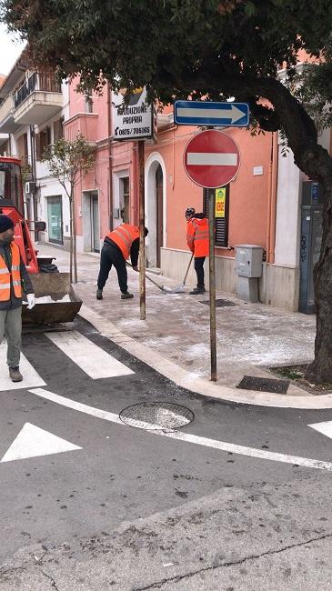 Termoli, maltempo: puliti marciapiedi e strade dal ghiaccio