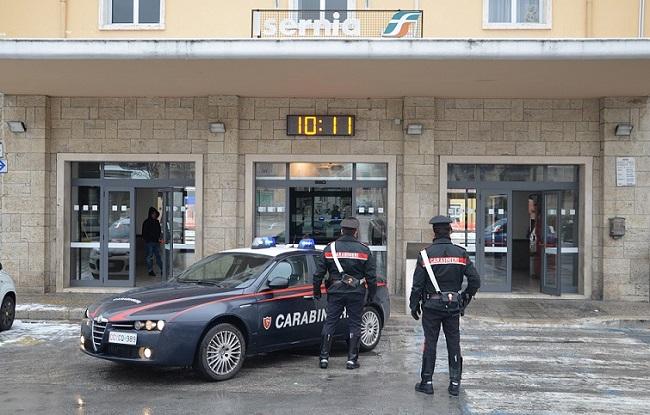 Isernia, spaccio nei pressi della stazione: denunciato 22enne