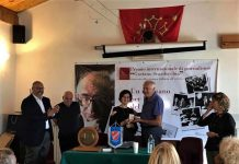sindaco ostana consegna medaglia letizia airos