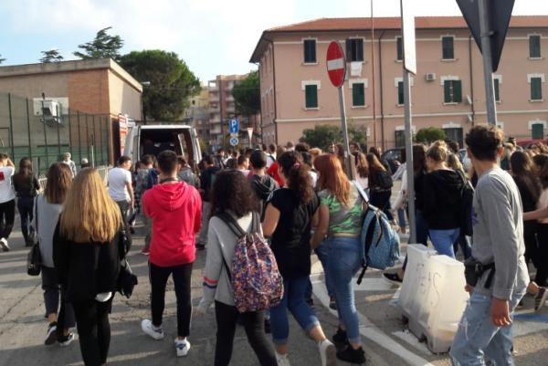 manifestazione scuole Termoli