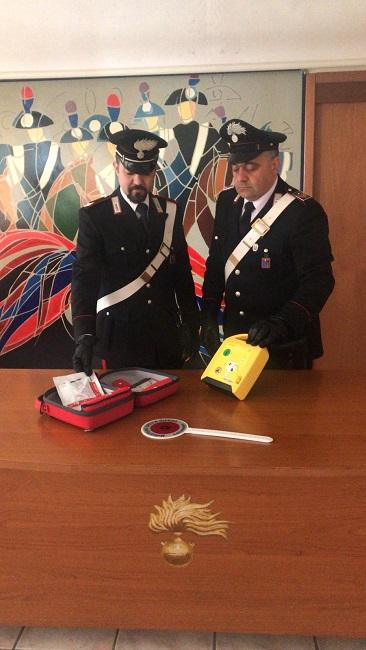carabinieri defibrillatore