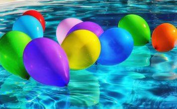 palloncini colorati piscina