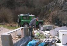 scarico rifiuti in area protetta