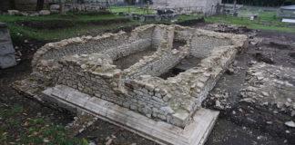 tempio su alto podio altilia