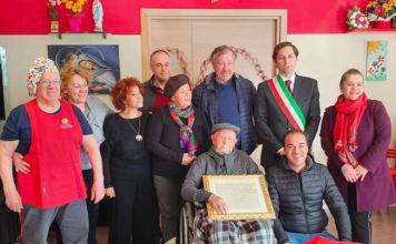 il centenario MichelIngratta con parte della famiglia ed il sindaco di Agnone 21-112019