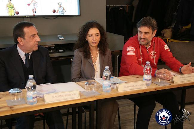 Antonella Palmieri tra il presidente di Lbf Protani ed il coach Sabatelli