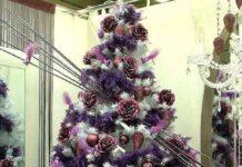 albero di natale 2020 addobbi viola