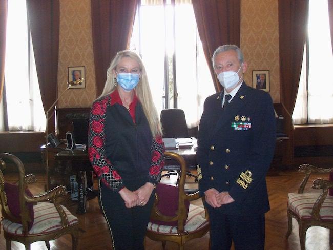 Il Sottosegretario Pucciarelli e l'Ammiraglio Pettorino