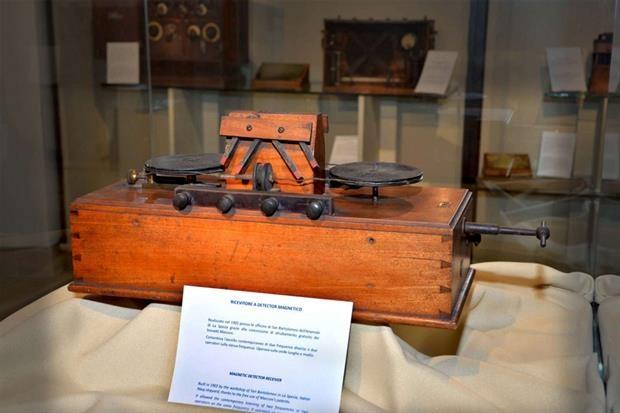 Il ricevitore a detector magnetico conservato presso il Museo Tecnico Navale