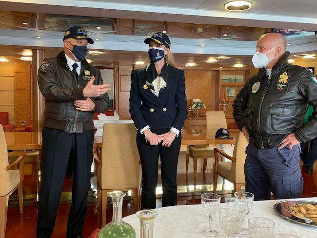 sottosegretario pucciarelli ed equipaggio