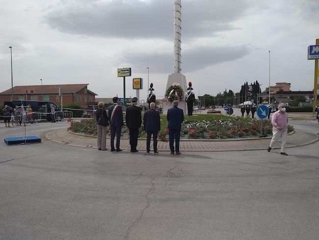 monumento ricordo caduti arma carabinieri