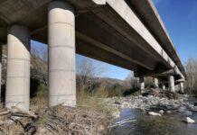 fiume verrino piloni strada fondovalle